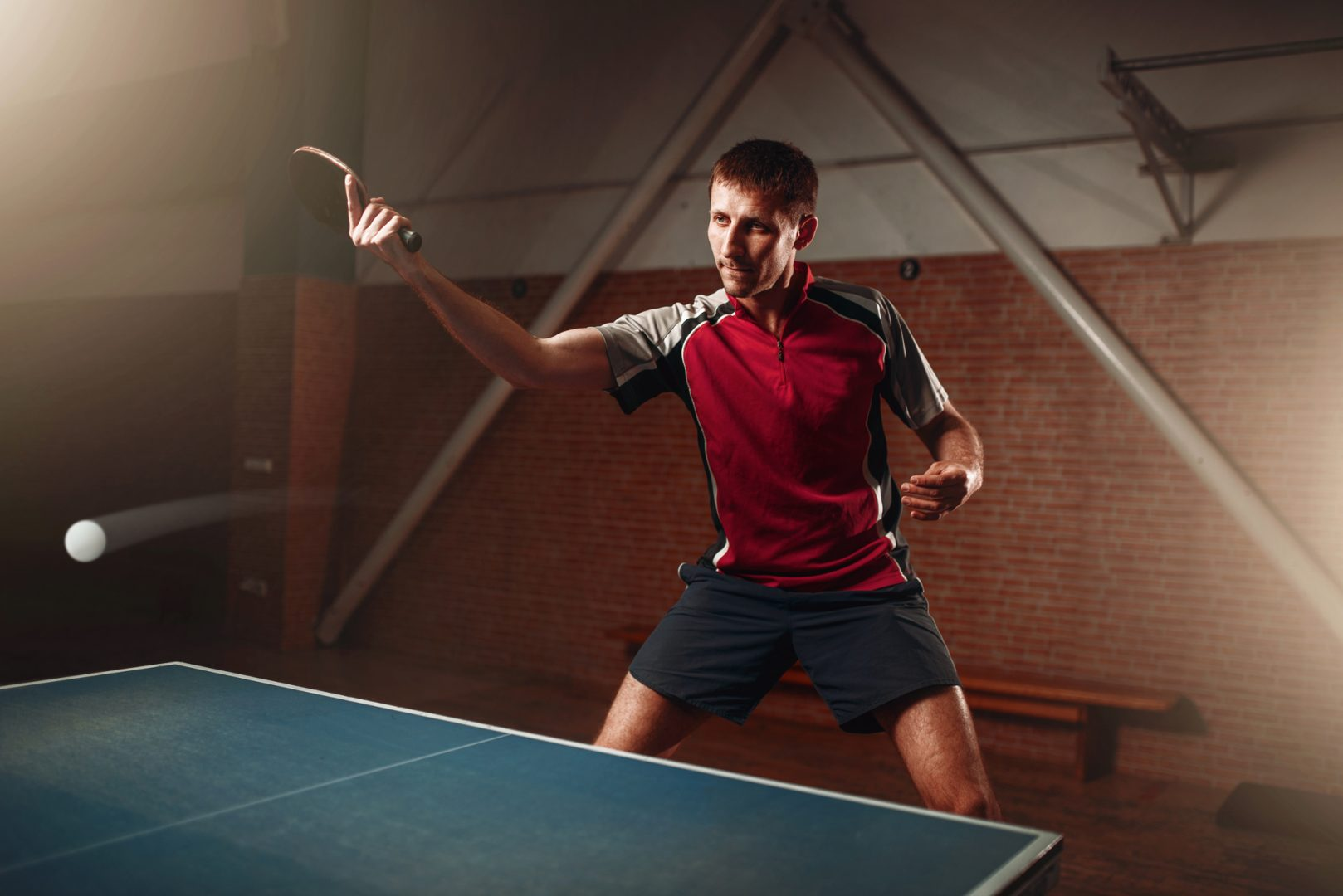 現代卓球の要・バックハンドドライブで得点力を高めよう 練習方法と5つのコツをご紹介