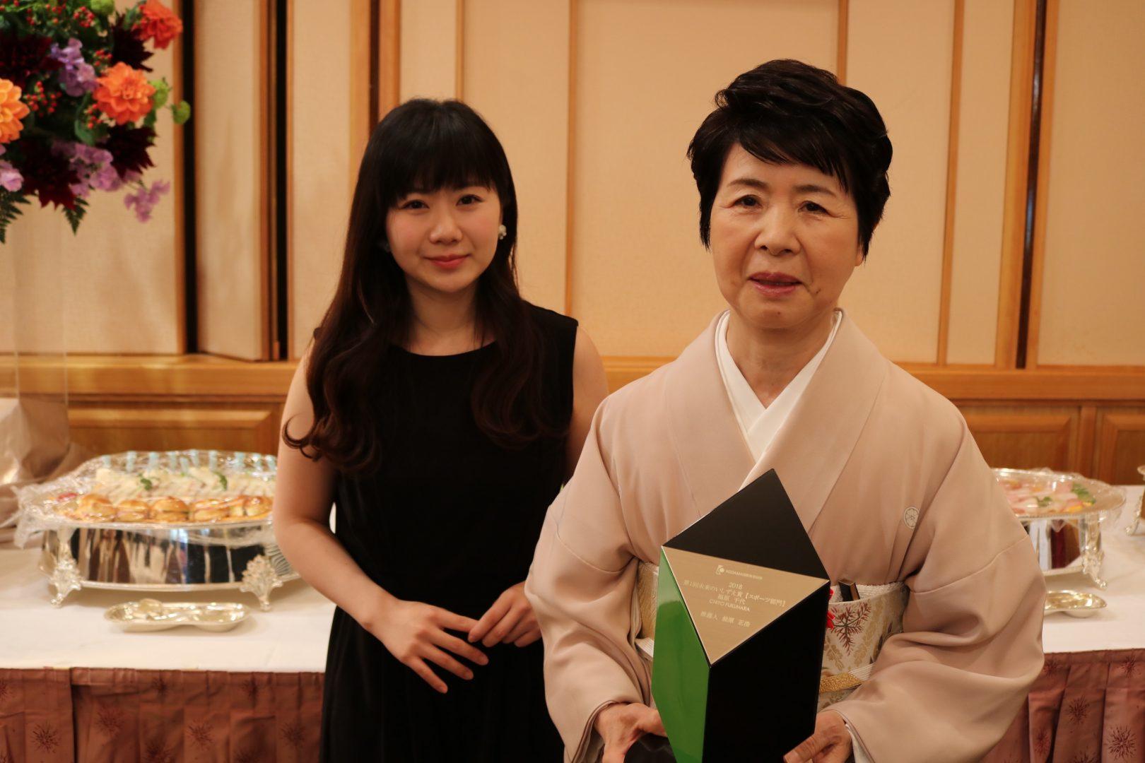 福原愛の母・千代さんが表彰  「今日の主役は母」