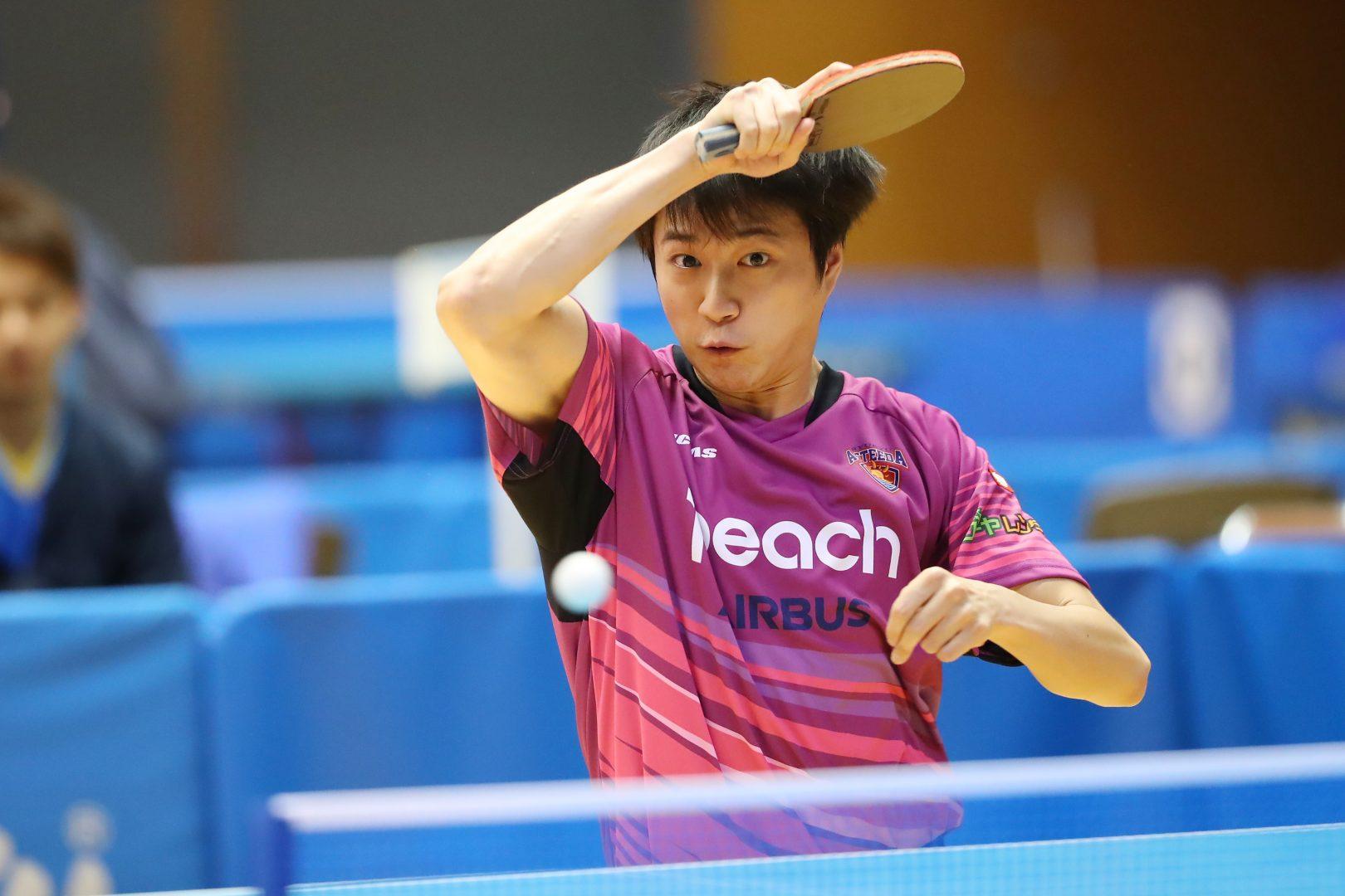 【卓球】江宏傑、琉球の地でノーバウンド始球式 原監督とのツーショットも