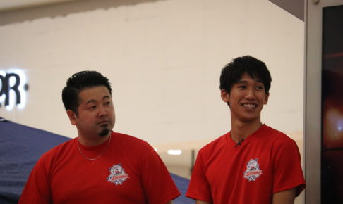 写真:坂本竜介監督(左)と吉村真晴(ともにT.T彩たま)/撮影:ラリーズ編集部