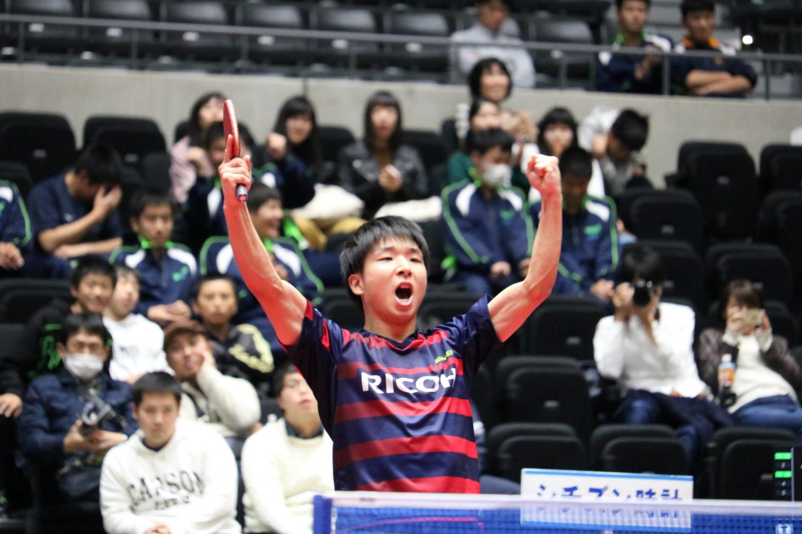 """【卓球】""""守護神"""" 鹿屋がリコーに今年3つ目のタイトルをもたらす<内閣総理大臣杯 日本リーグプレーオフ2018男子>"""