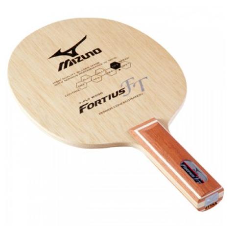 """フォルティウスFTは""""つかむ""""感覚を追求した攻撃力と繊細さを両立したラケットだ"""