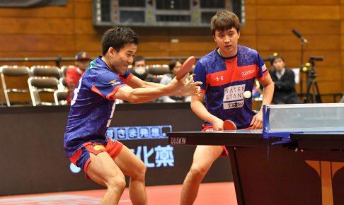 写真:平野友樹(左)、チョンヨンシク(ともにT.T彩たま)/提供:©T.LEAGUE