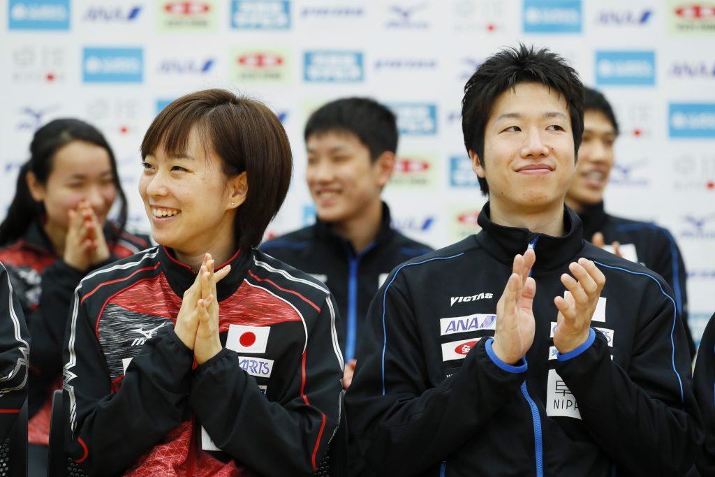 写真:石川佳純(左)・水谷隼/撮影:長田洋平(アフロスポーツ)