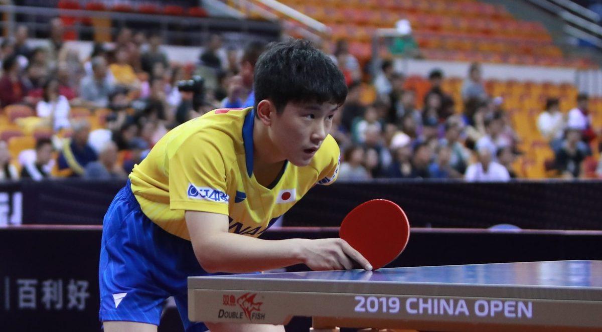 【卓球】張本智和、中国オープンで地元ファンからぬいぐるみのプレゼント