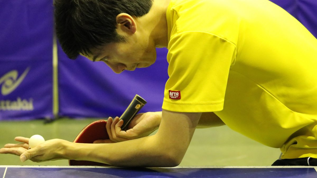 卓球の横回転サーブの打ち方 順横回転と逆横回転の比較も|卓球基本技術レッスン