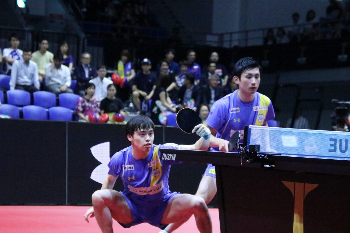森薗政崇(左)と上田仁(岡山)