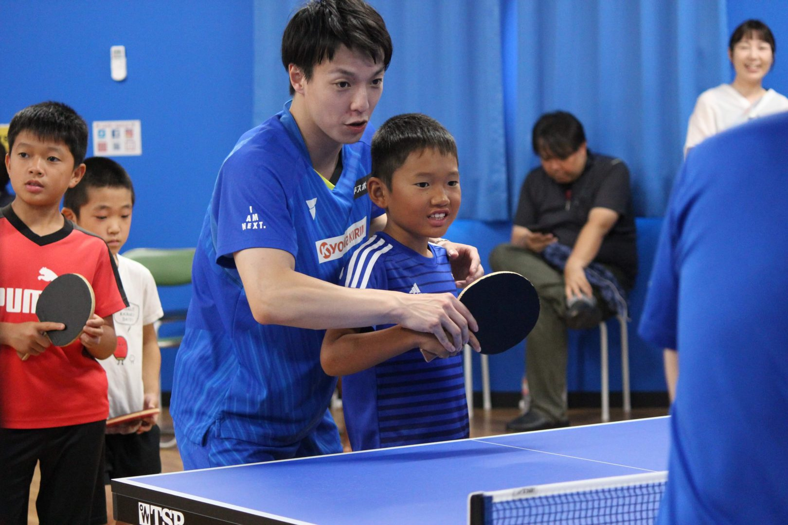 松平賢二、香川で講習会 「ボールが速すぎてラケットに当らない」と驚きの声も