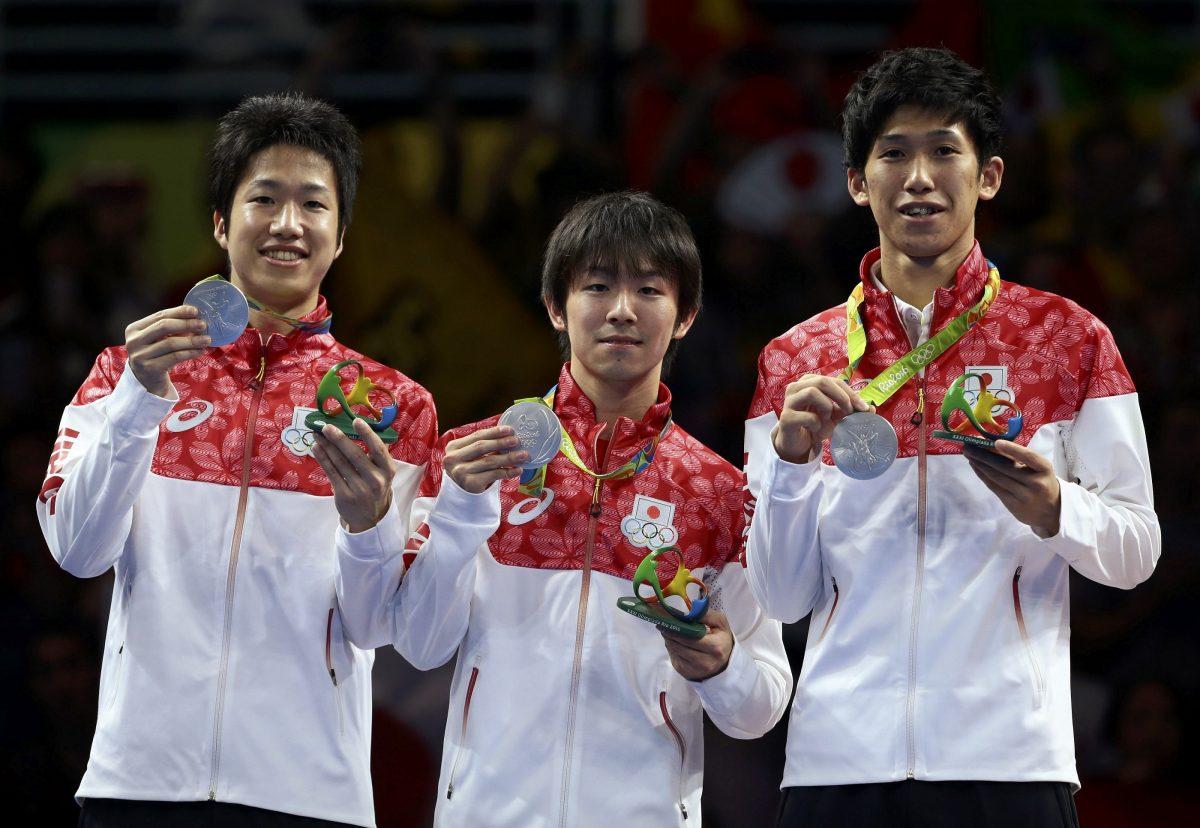 リオ五輪団体銀メダルを獲得した水谷隼、丹羽孝希、吉村真晴/