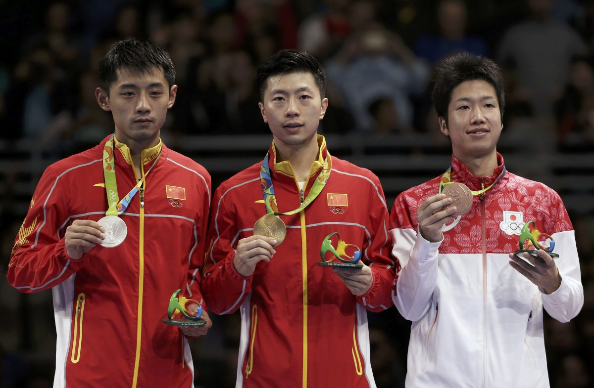 左から張継科(中国)、馬龍(中国)、水谷隼(日本)