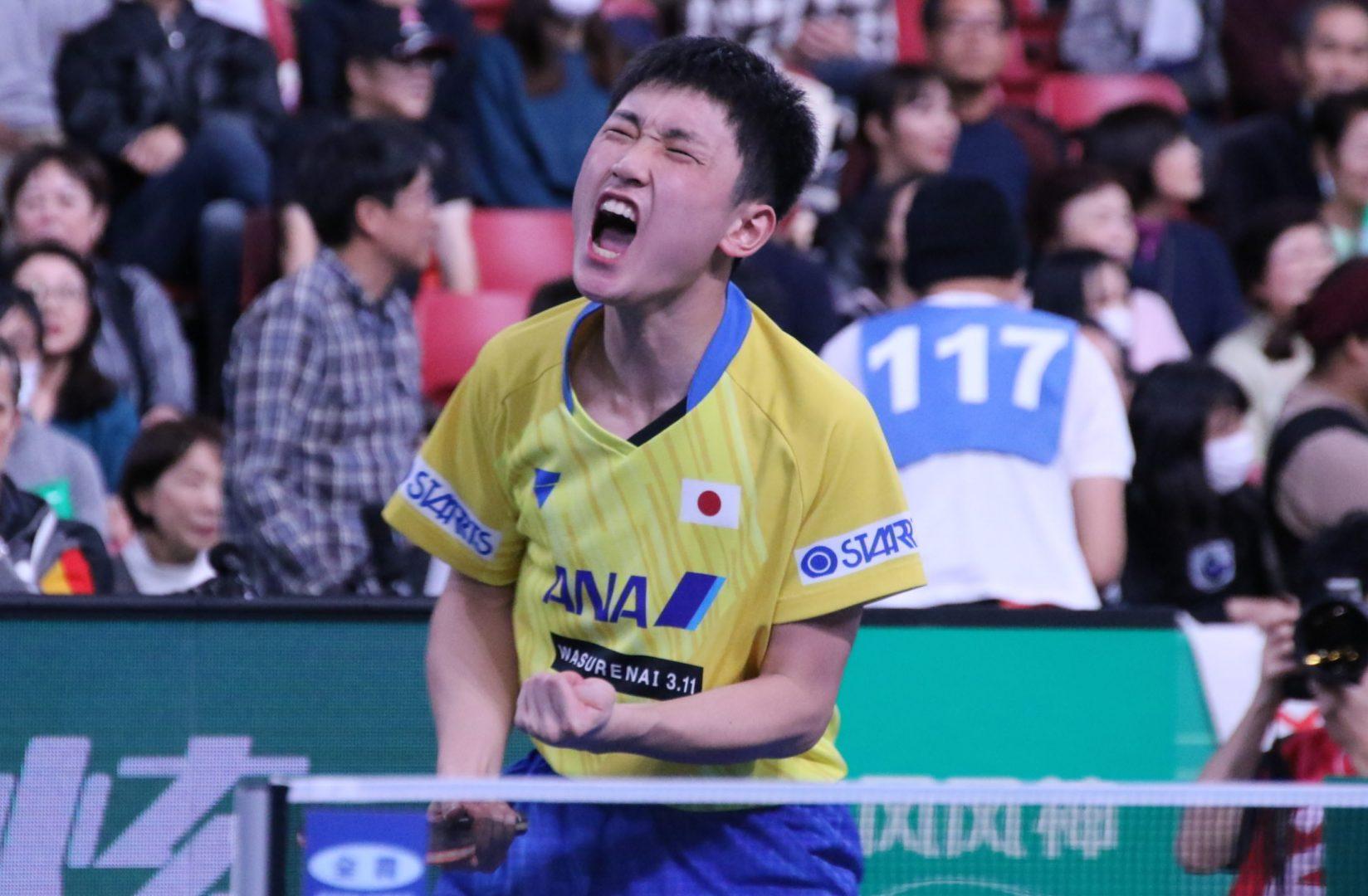 張本智和 オフチャロフとの熱戦制し、勝負を振り出しに戻す<JA全農 卓球チームワールドカップ>