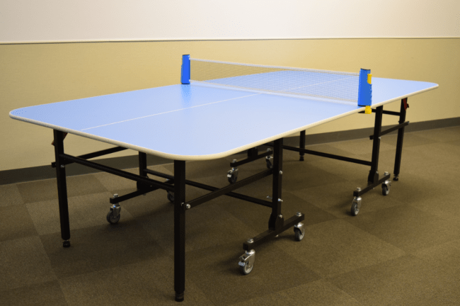 大淀小学校に寄贈する子ども用の卓球台
