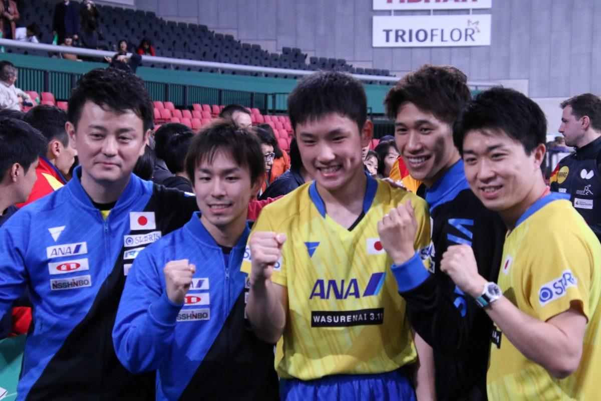 写真:勝利を決めた日本男子チーム/撮影:ラリーズ編集部
