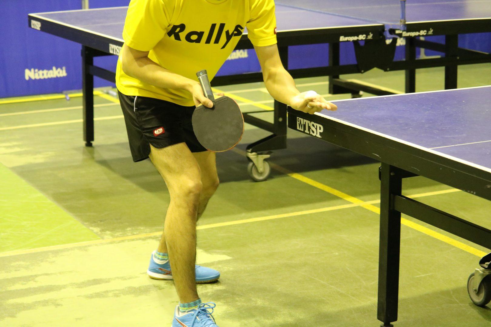 中国卓球界のレジェンドも使用した「逆足サーブ」とは