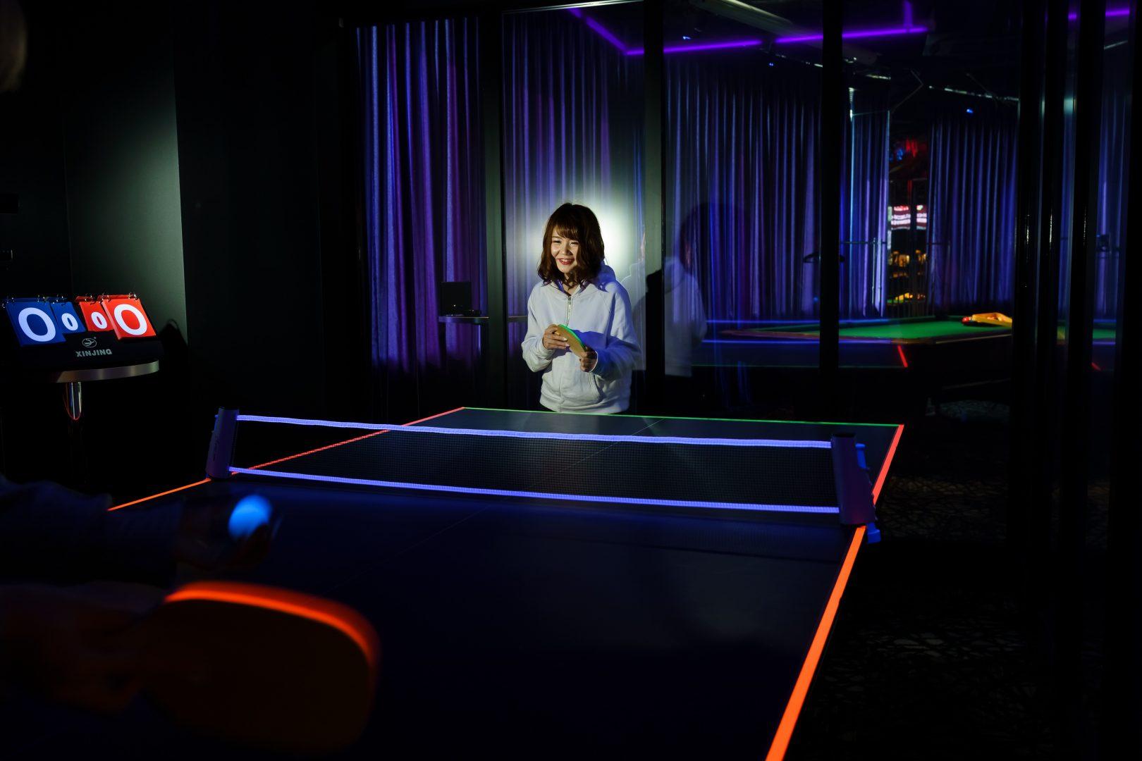 名古屋のドン・キホーテに暗闇で光る「コズミック卓球」が登場