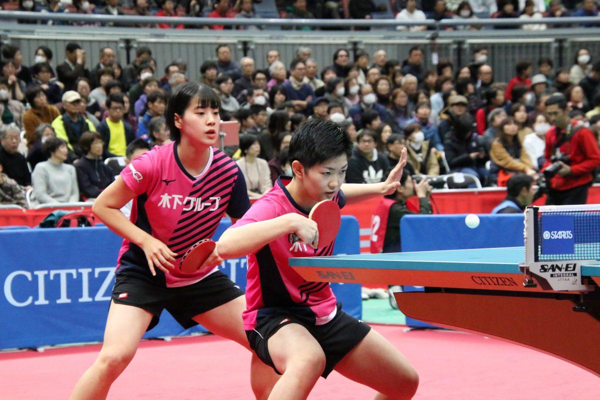 写真:長﨑美柚(写真左)と木原美悠/撮影:ラリーズ編集部