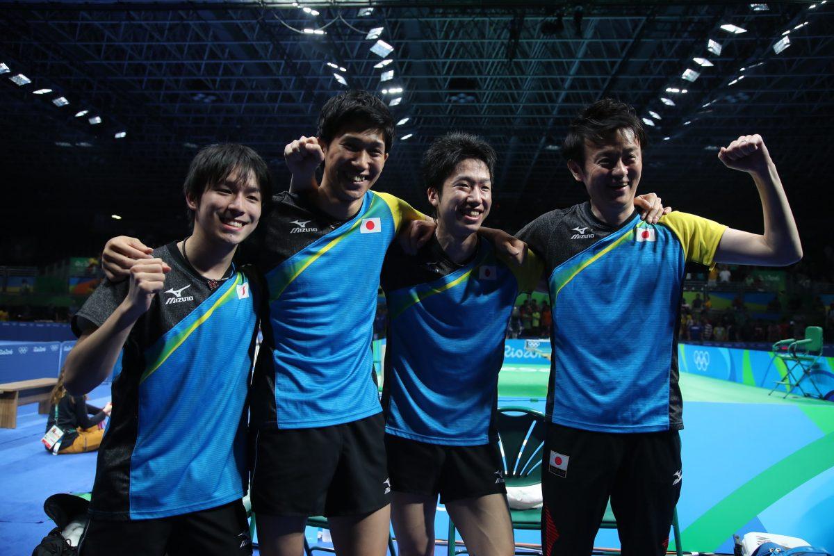 写真:試合後笑顔を見せる日本男子団体メンバー/提供:ittfworld
