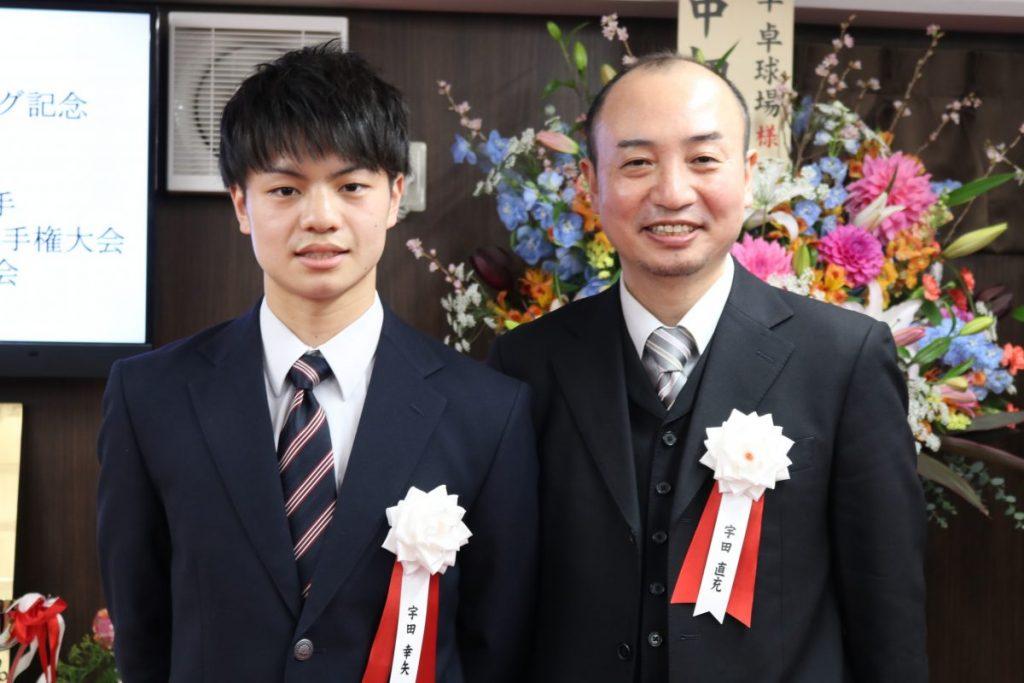 宇田幸矢(左)と父・直充氏
