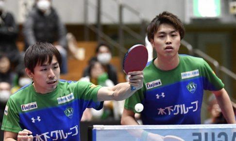 写真:木下マイスター東京の丹羽孝希(左)、田添健汰ペア/提供:©T.LEAGUE
