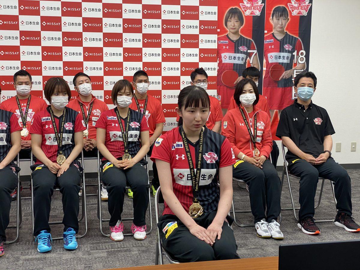 写真:抱負を語る早田ひな/提供:日本生命レッドエルフ