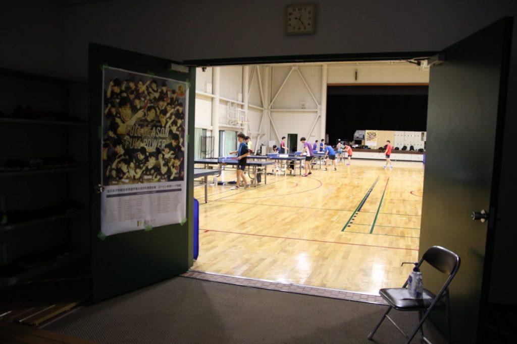 北陸大学卓球部練習場は足を踏み入れると熱気に満ちていた