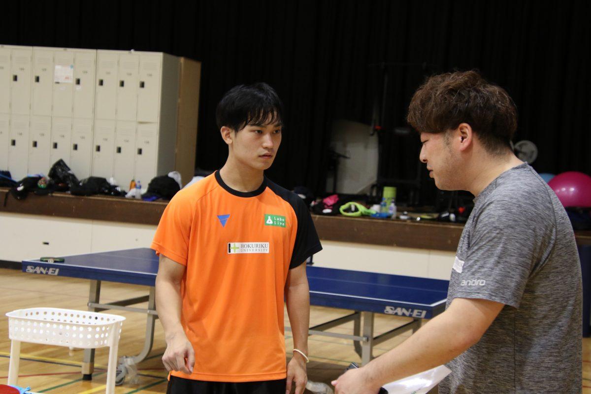 木村信太監督(右)と中陳辰郎選手