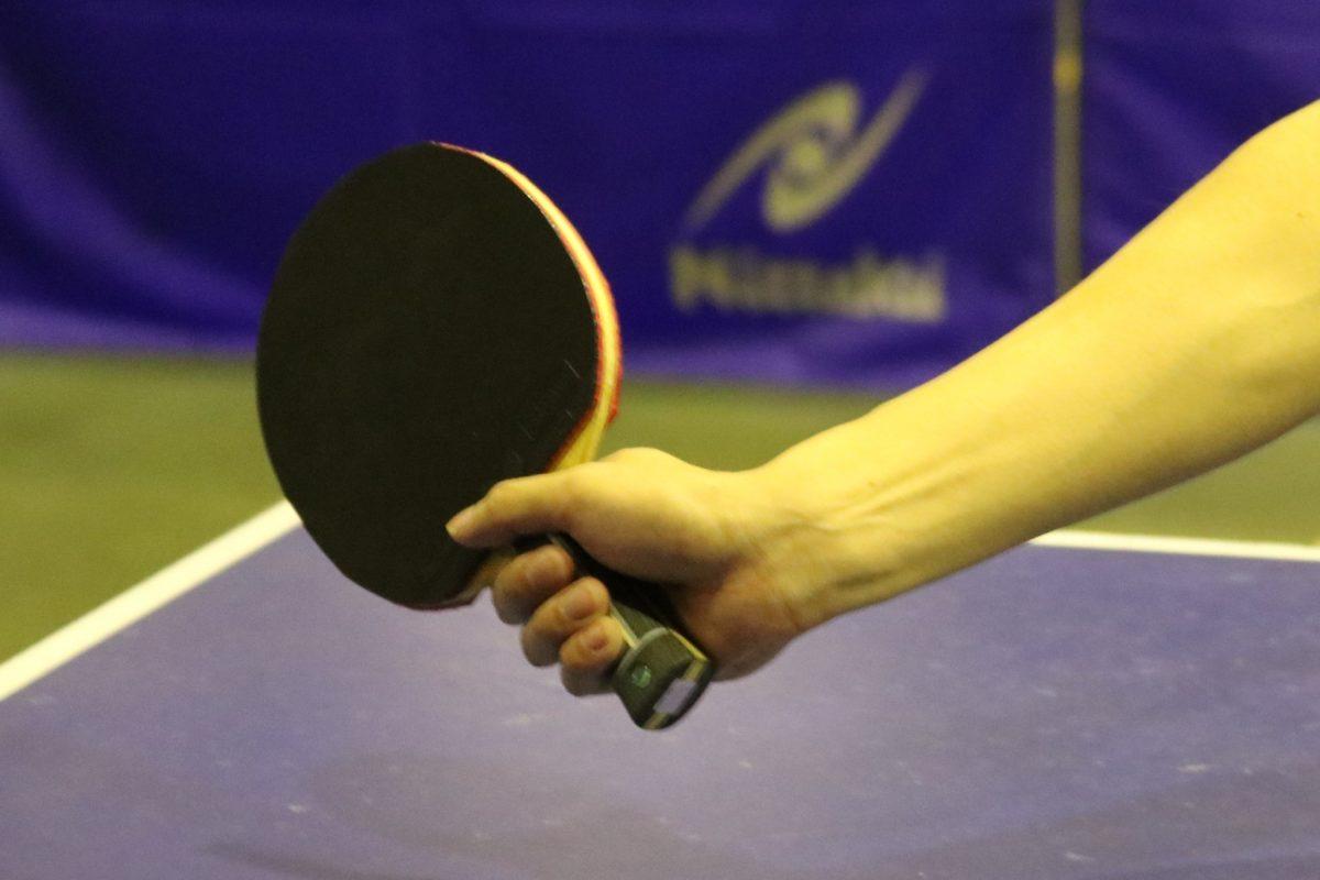 写真:卓球で重要な手首/撮影:ラリーズ編集部