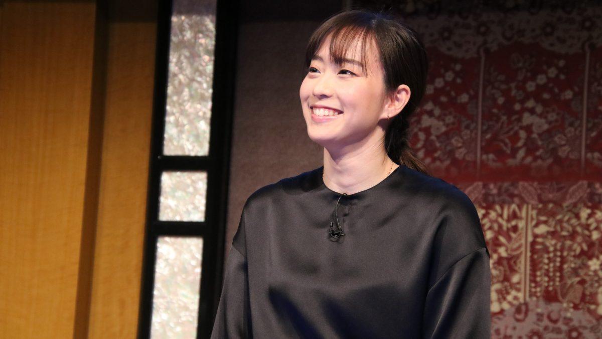 石川佳純、笑顔でトレーニング施設訪問 お茶目な写真にはファンからツッコミも