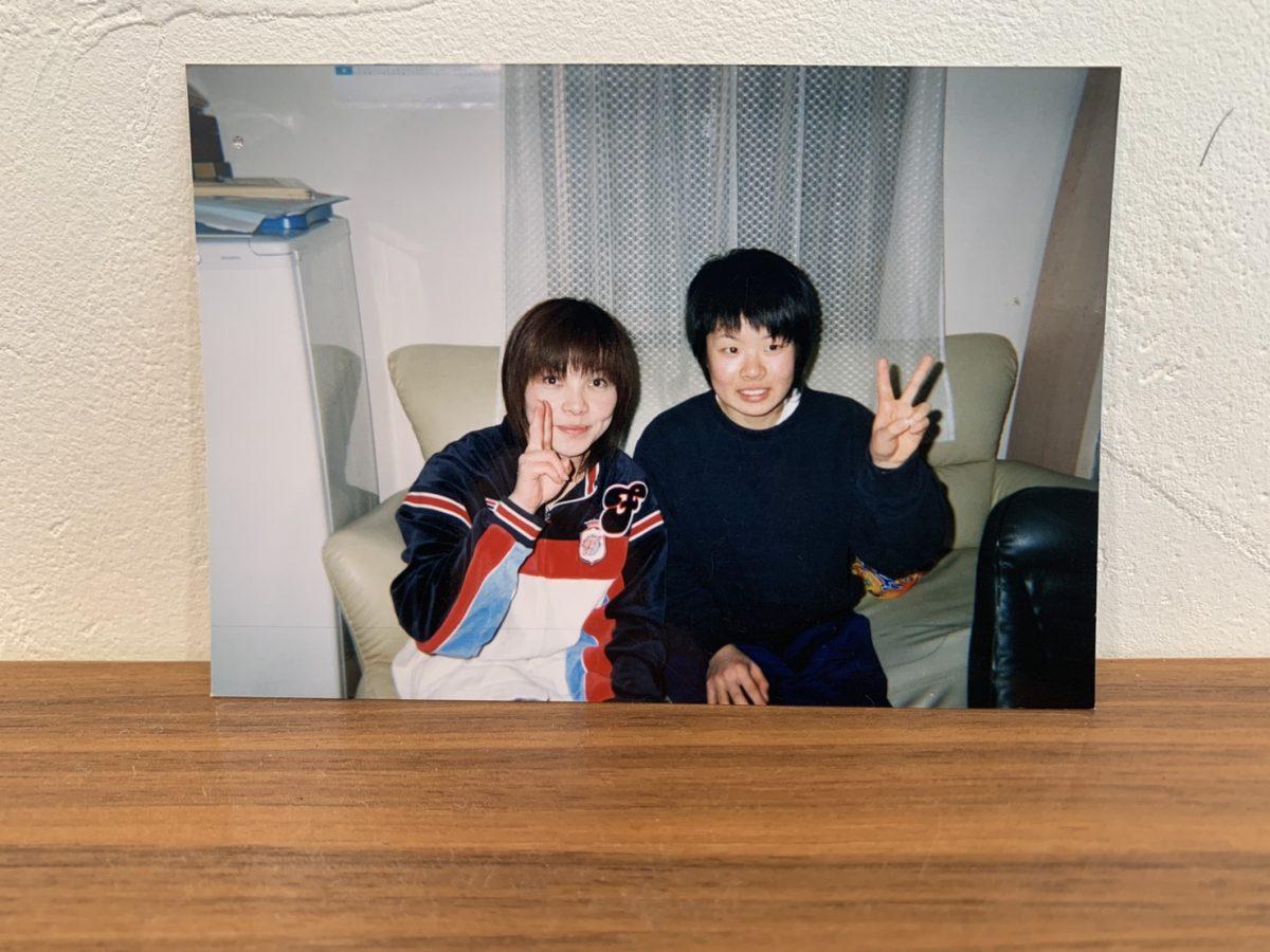佐藤利香監督(写真左)と高校時代のakaneさん(写真右)