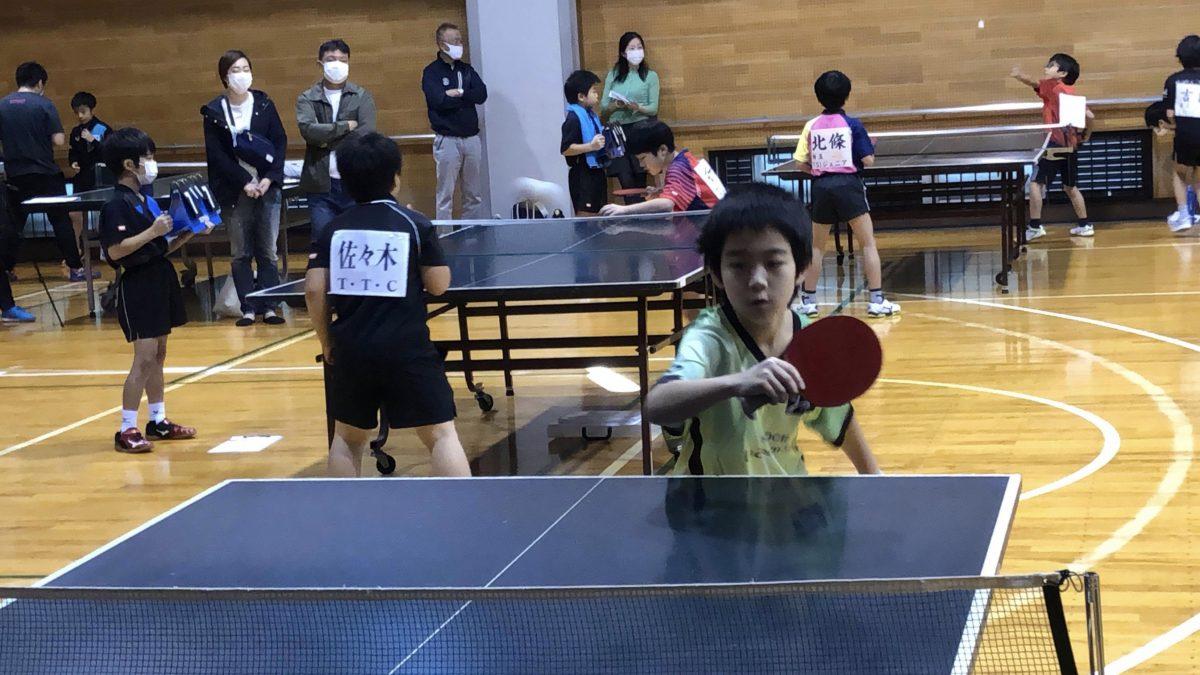 小学生向け卓球大会の様子
