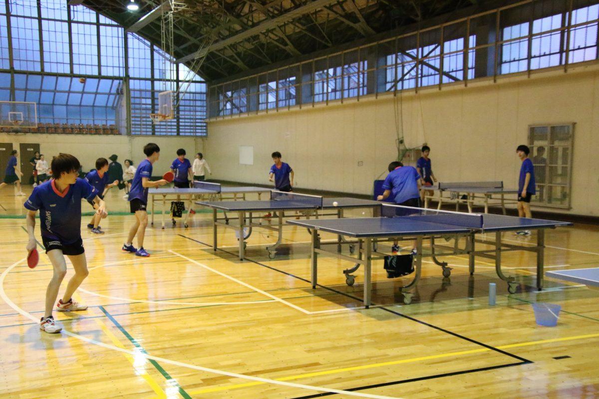 写真:練習に励む札幌大学卓球部/撮影:ラリーズ編集部