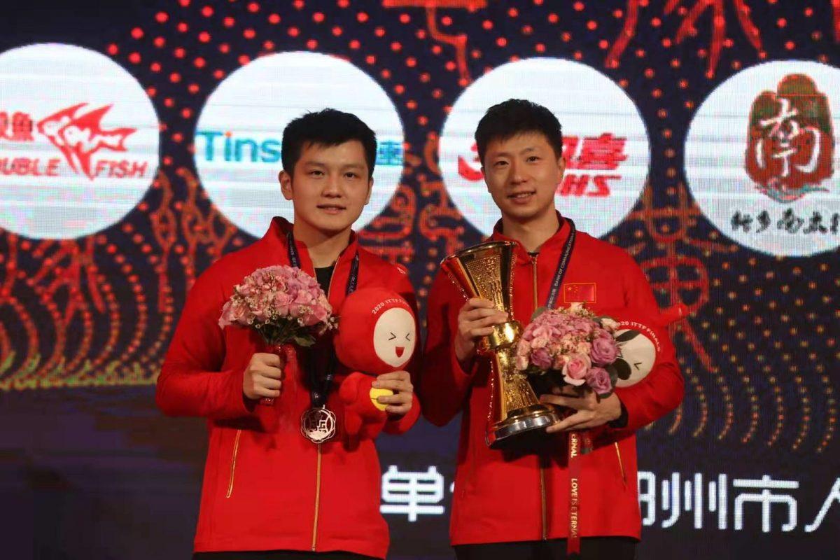 写真:優勝した馬龍(写真右)と準優勝の樊振東/提供:ittfworld