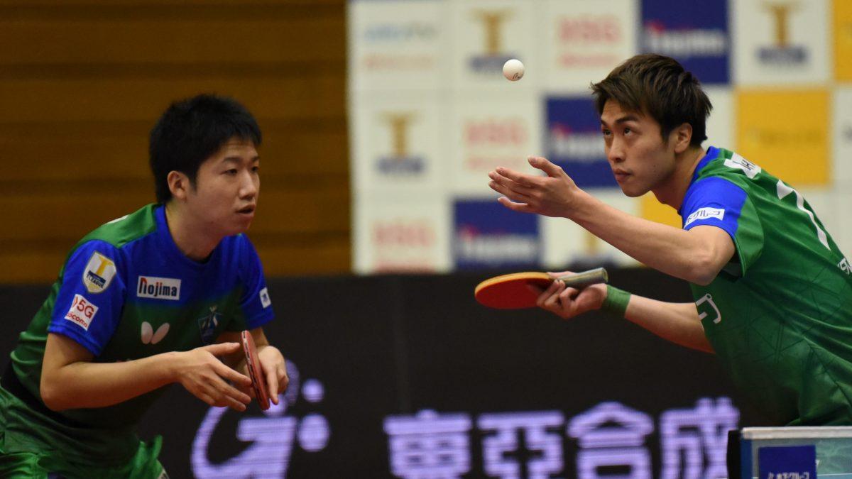 写真:ダブルスで今季初出場した水谷隼(写真左)、ペアは田添健汰(木下マイスター東京)/提供:©T.LEAGUE