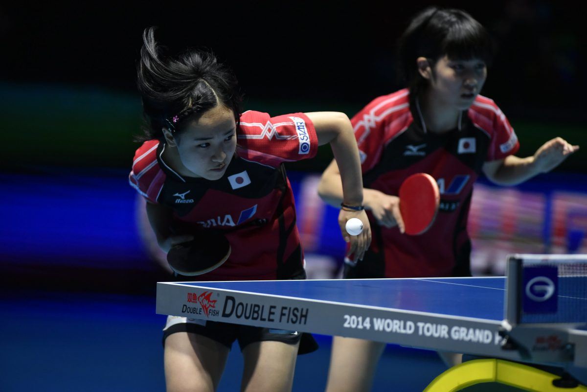 伊藤美誠(左)、平野美宇