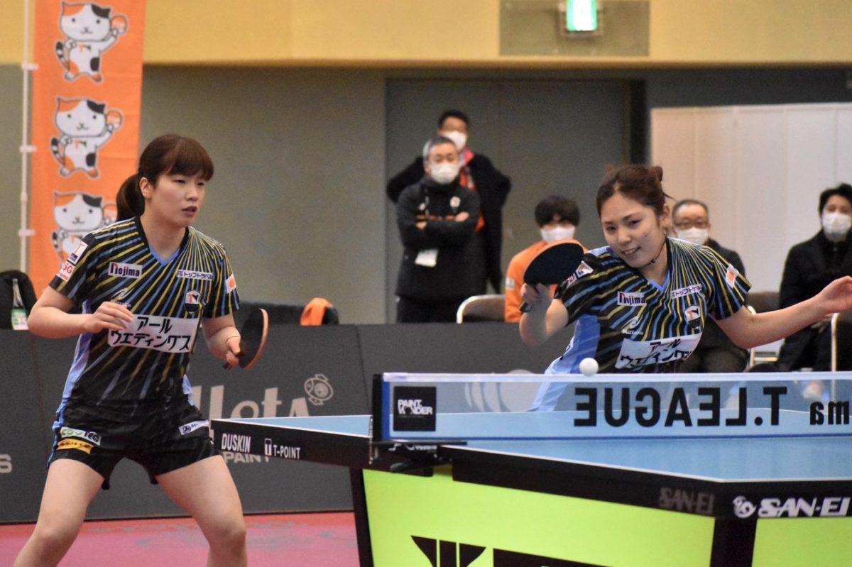 写真:鈴木 李茄(左)・山本 笙子(トップおとめピンポンズ名古屋)/提供:©T.LEAGUE