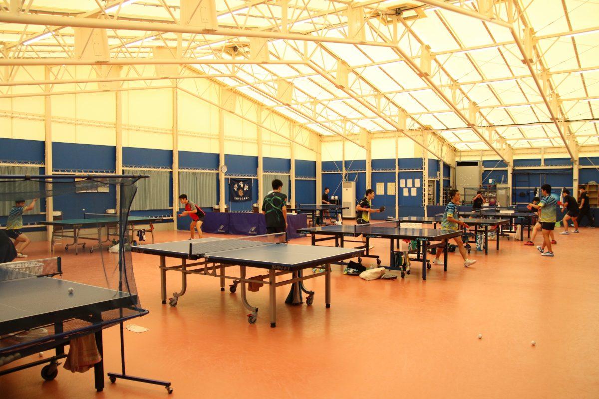写真:育英高校卓球部練習場