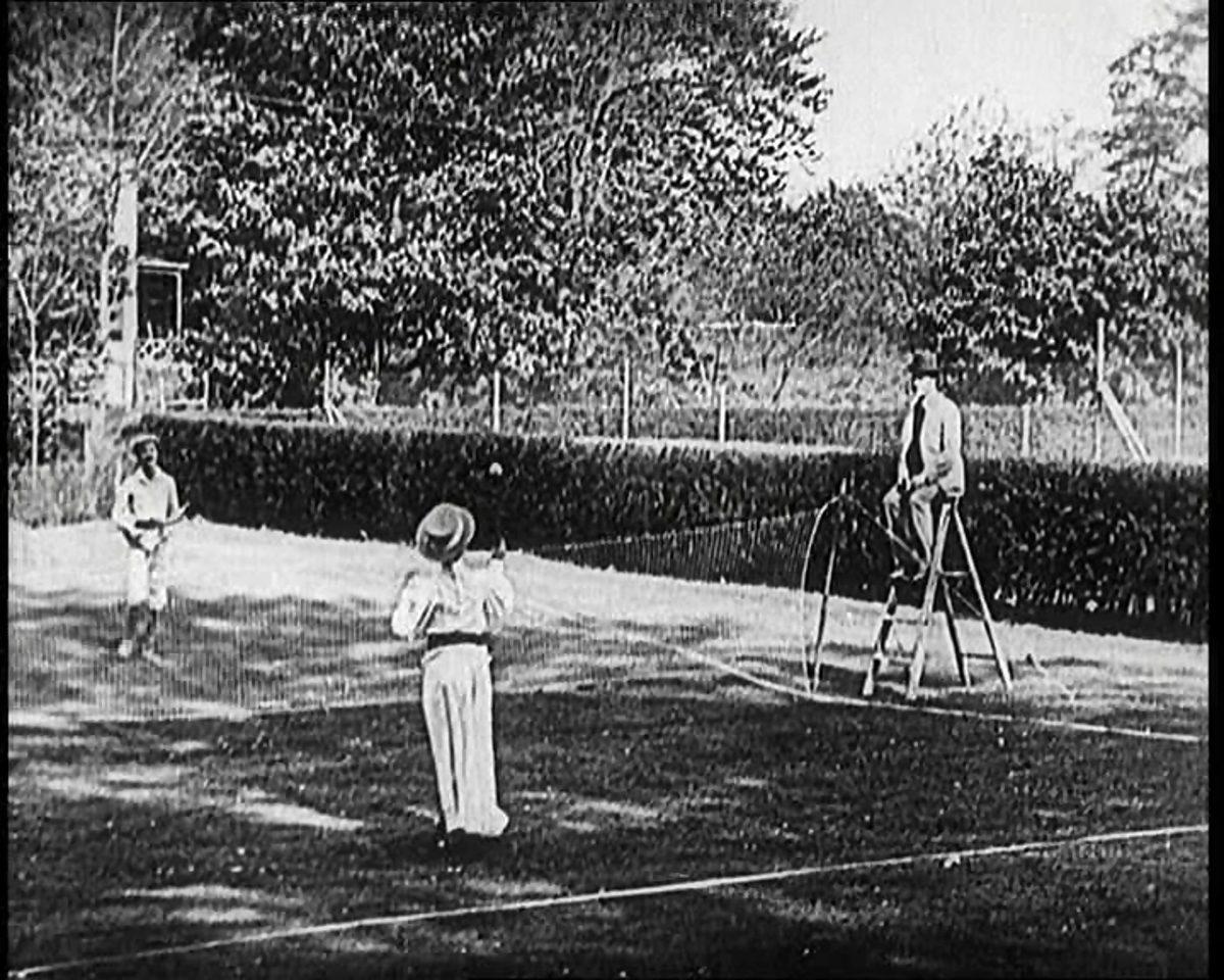 写真:テニスを楽しむ人々(1902年)/提供:Mary Evans Picture Library/アフロ
