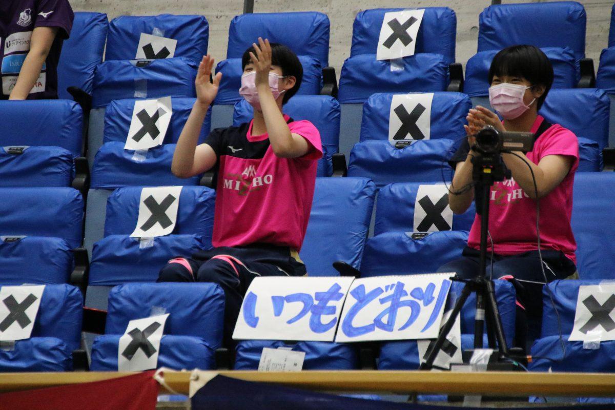 写真:愛み大瑞穂の応援メンバーが掲げたプラカード/撮影:ラリーズ編集部