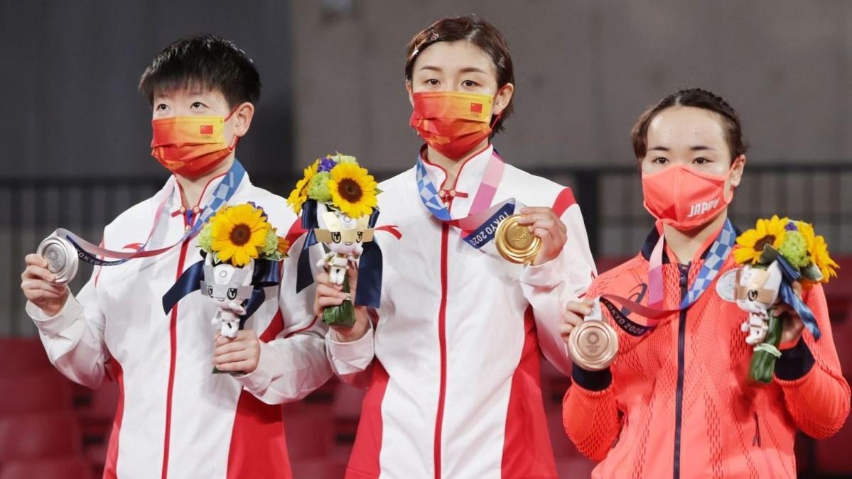 写真:左から孫穎莎、陳夢(ともに中国)、伊藤美誠/提供:ITTF