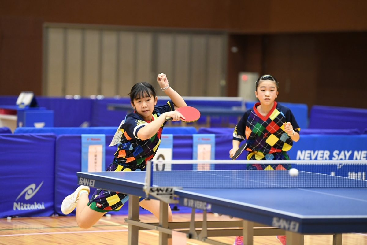 山田あかり(右)、本郷蒼空(左)ペア(ヒゴ鏡卓球クラブ)