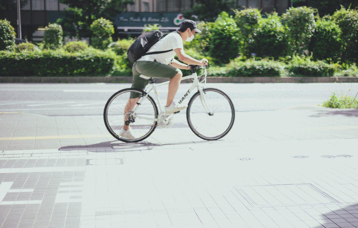 写真:スポーツ店にはスポーツタイプの自転車で向かうとテンションがさらに上がる法則/撮影:ラリーズ編集部